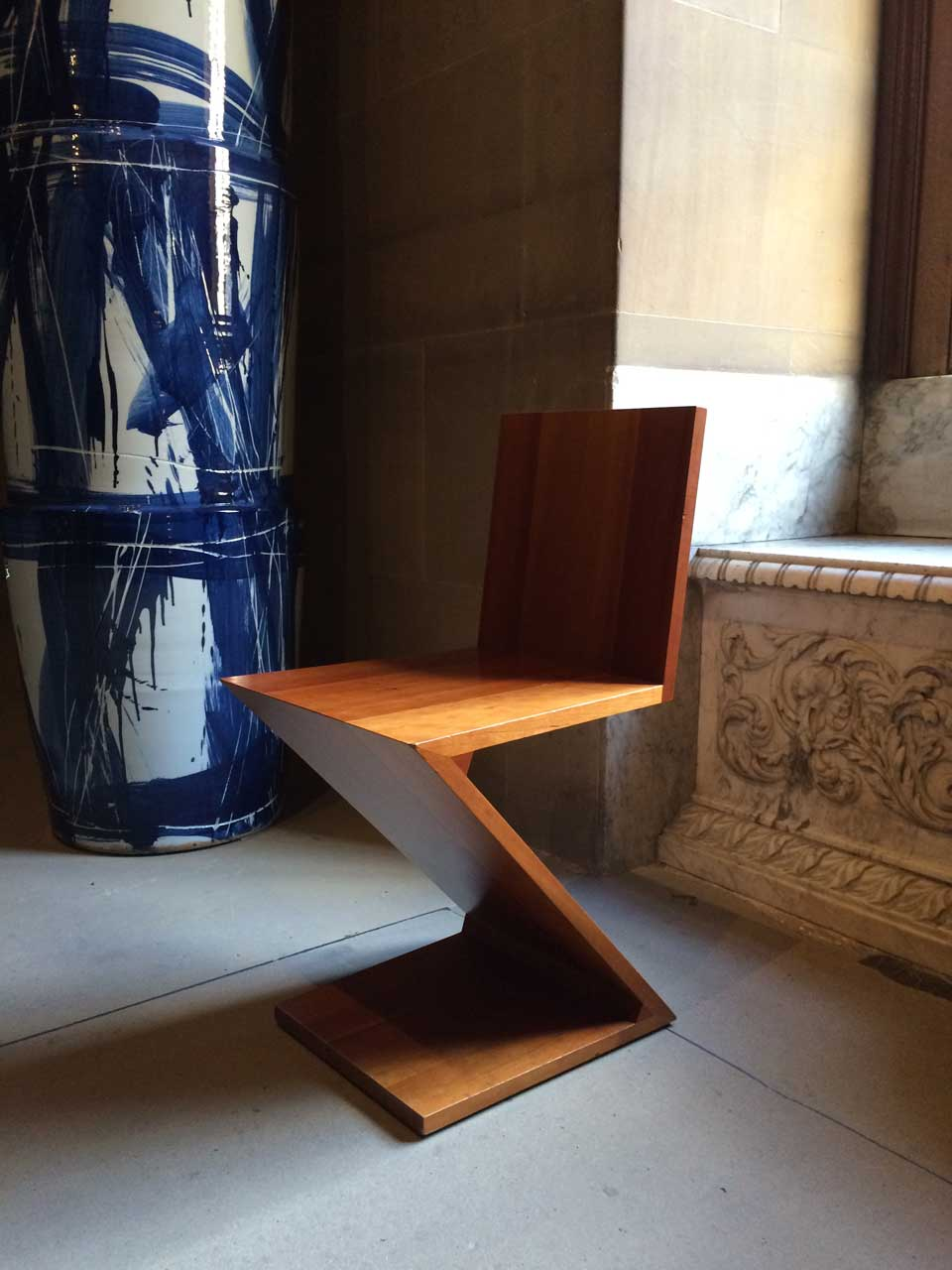 chatsworth-chair-and-vase